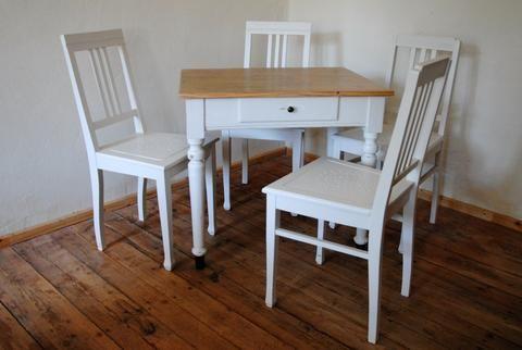 Kleiner Tisch Mit Schubfach Mit 4 Dazugehorigen Stuhlen Im Shabby