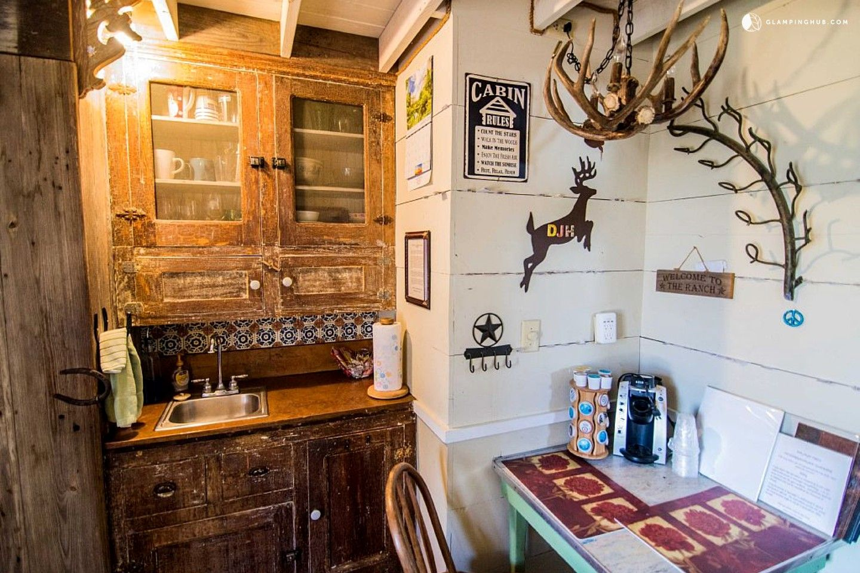 Charmant Cabin Rental Near Fredericksburg #Austin #Texas #escape #getaway #travel  #tinyhouse