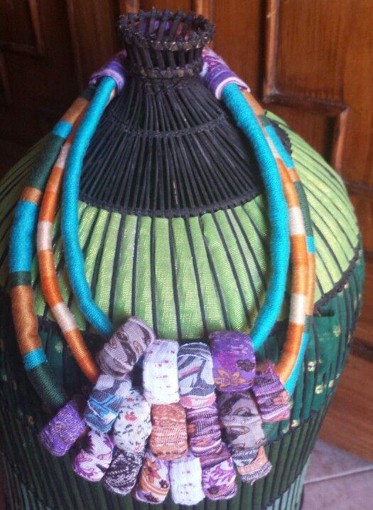 di buona qualità bene fuori x arriva nuovo Collana in stoffa e cotone con perle ricavate da colli di ...