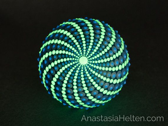 This stone has been created with acrylic paint and protected with matt varnish.  Its a beautiful round decorative marble stone, that glows in the dark, almost 100% painted around.  This stone is about 5 cm in diameter and will add a nice accent to any environment or can be a great present - it will be delivered in a beautiful packaging.  Please leave me a message if you have any questions.  The stone is ready to ship within 1-3 business days using DHL with a tracking number.  Free delivery…