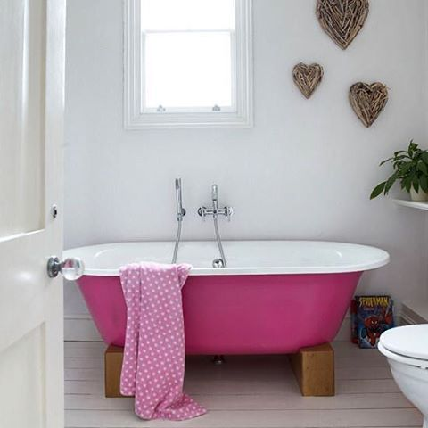 A Bubble Bath A Day Keeps The Stress Away Isn T That Right When S The Last Time You Stepped Into A Bath Tonight Is The N Pink Bathtub Pink Baths Pink Tub