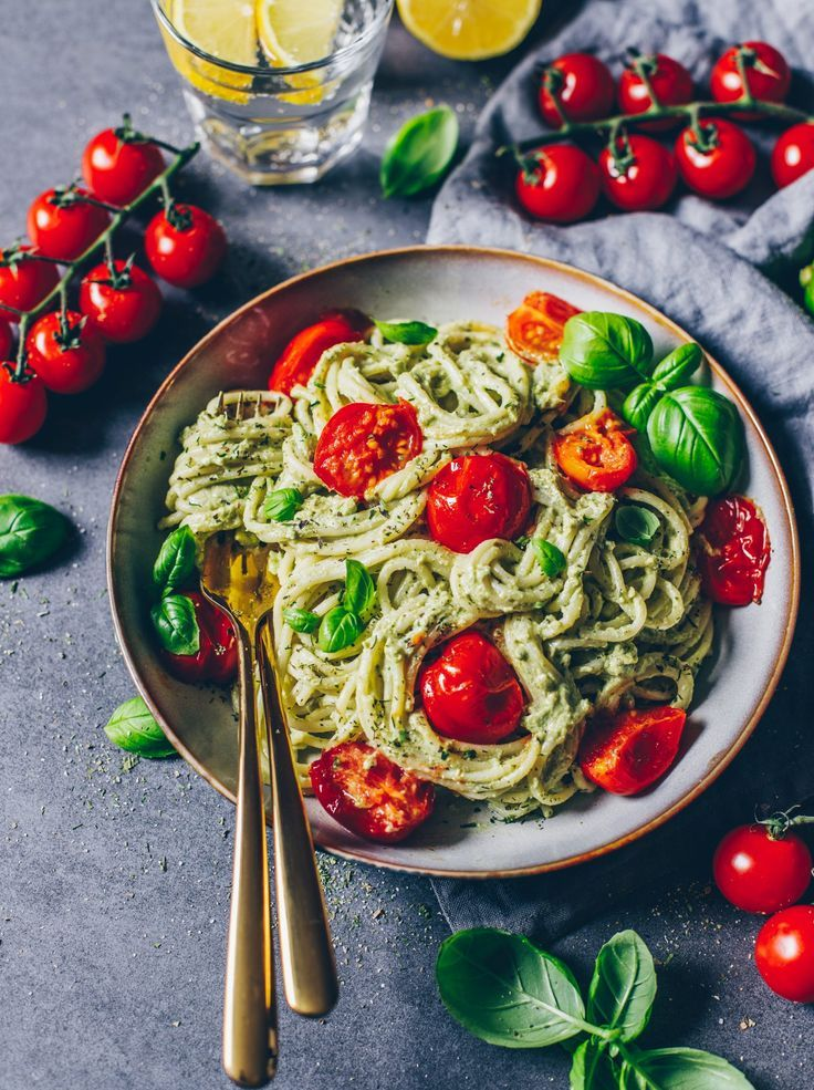 Avocado Pasta (cremige Guacamole) - Bianca Zapatka | Rezepte #veganerezeptemittag