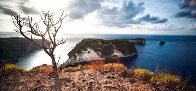 Pantai Kristal Nusa Penida - PlesirYuk.com