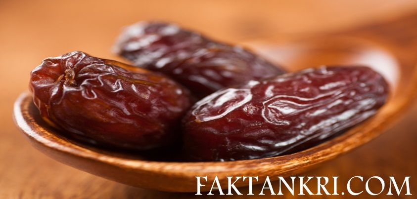 Dates are a fruit that similarly looks like dried prunes This is