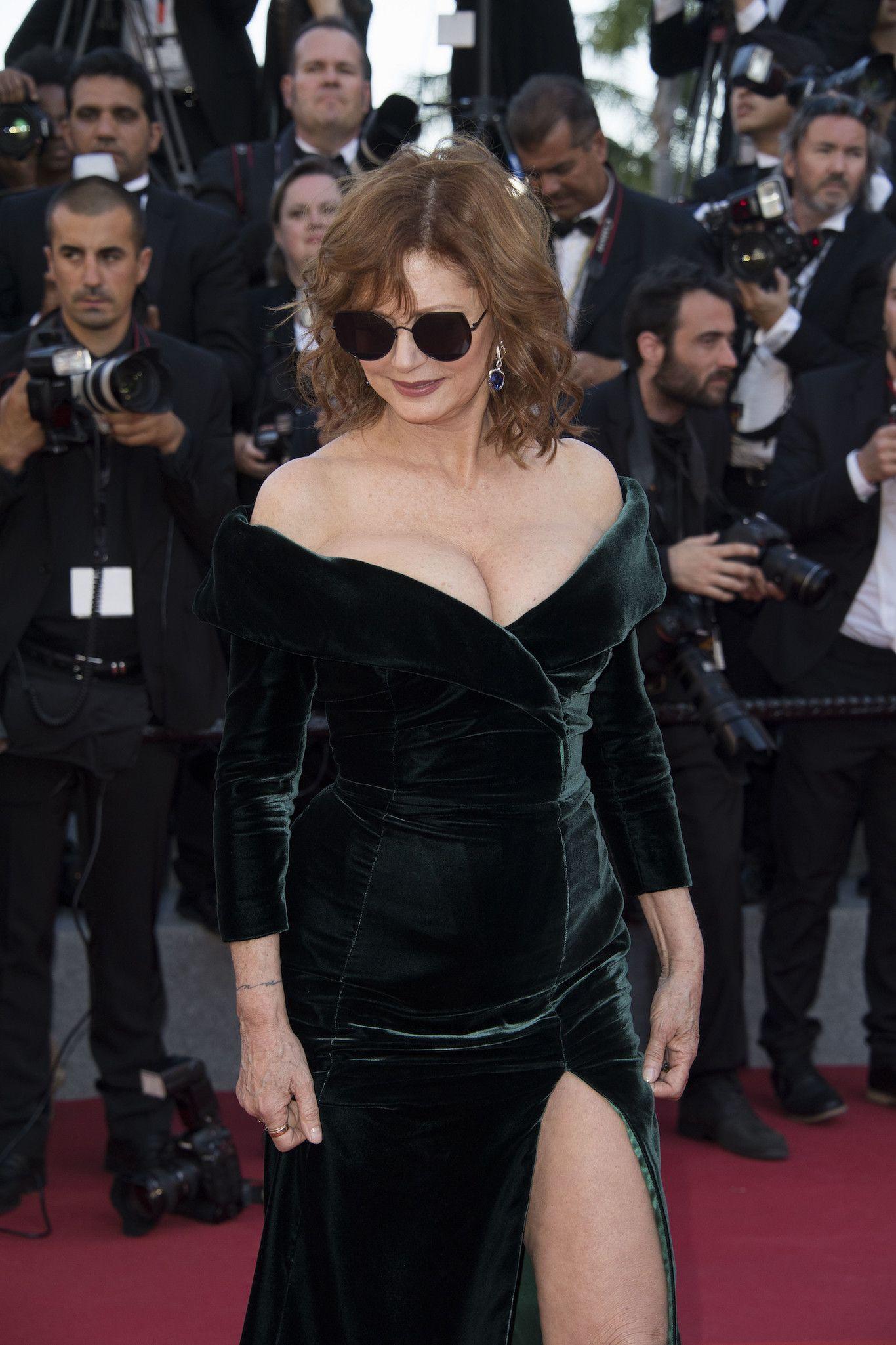 Susan Sarandon tiene 70 años, nada más y menos, pero nadie lo diría. Estar rodeada de las modelos con los cuerpos más deseados como Bella Hadid o Emily Rataj...