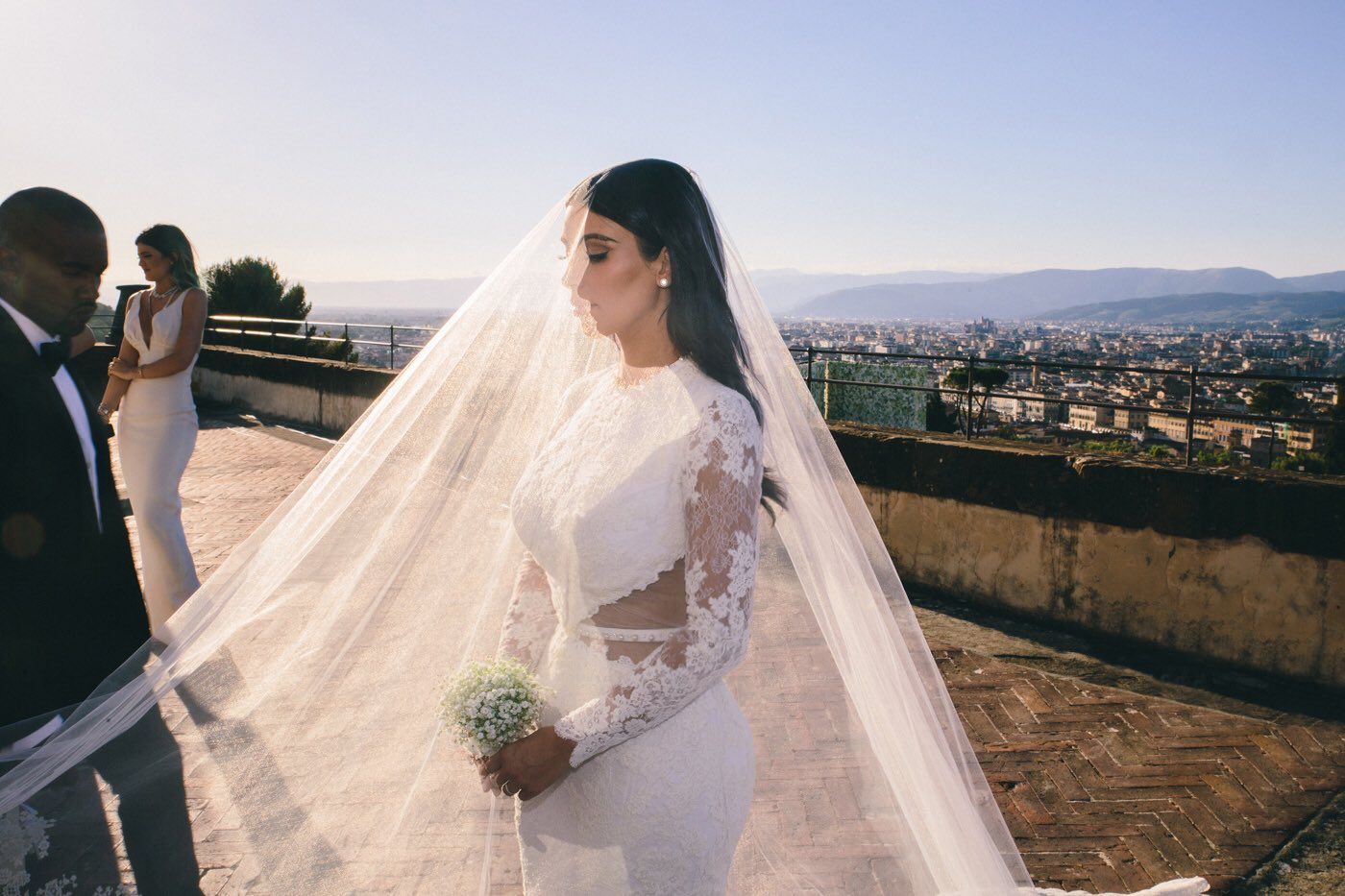 Kim Kardashian wedding photos  Kim kardashian wedding, Kim