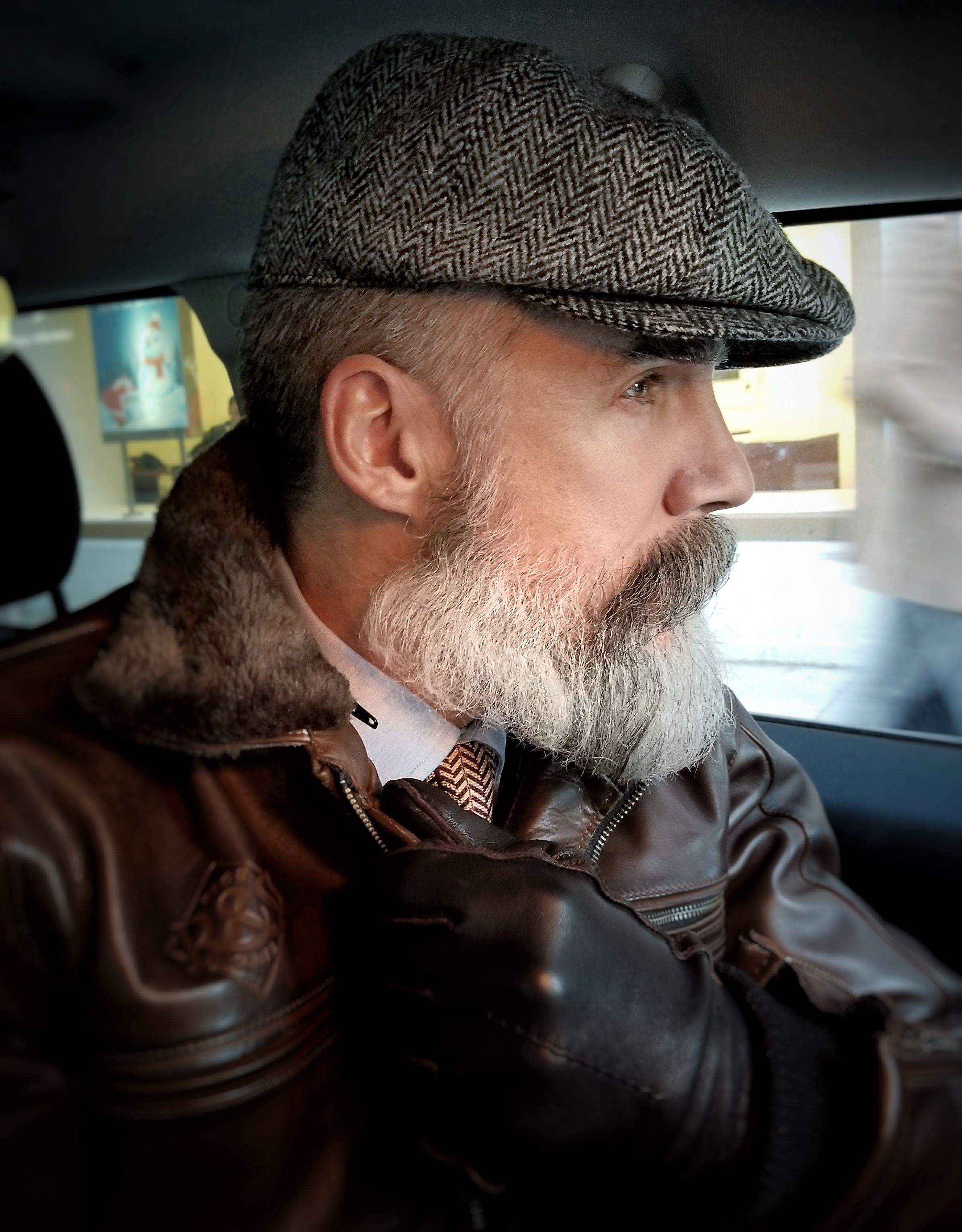 b24d2df08 A vintage style Peaky Blinders cap, made of genuine Harris Tweed ...