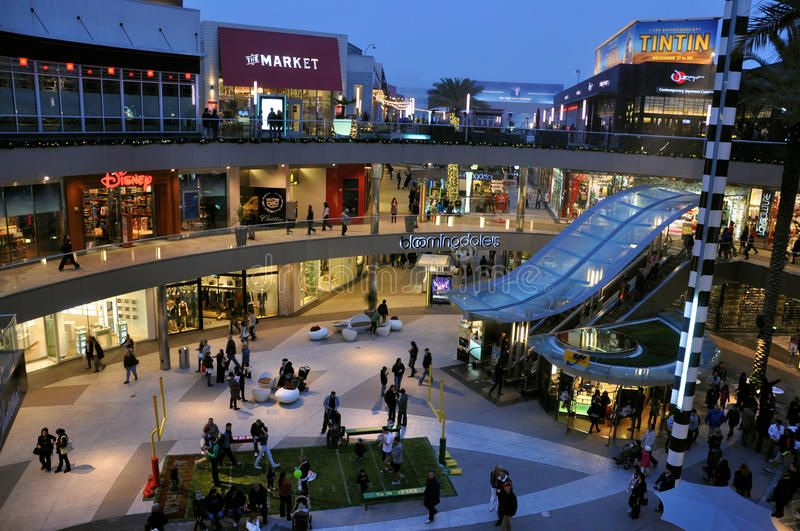 Los Angeles Shopping Mall Image At Santa Monica Place Shopping Center Taken Th Spon Mal In 2020 Los Angeles Shopping Malls Los Angeles Shopping Los Angeles Mall