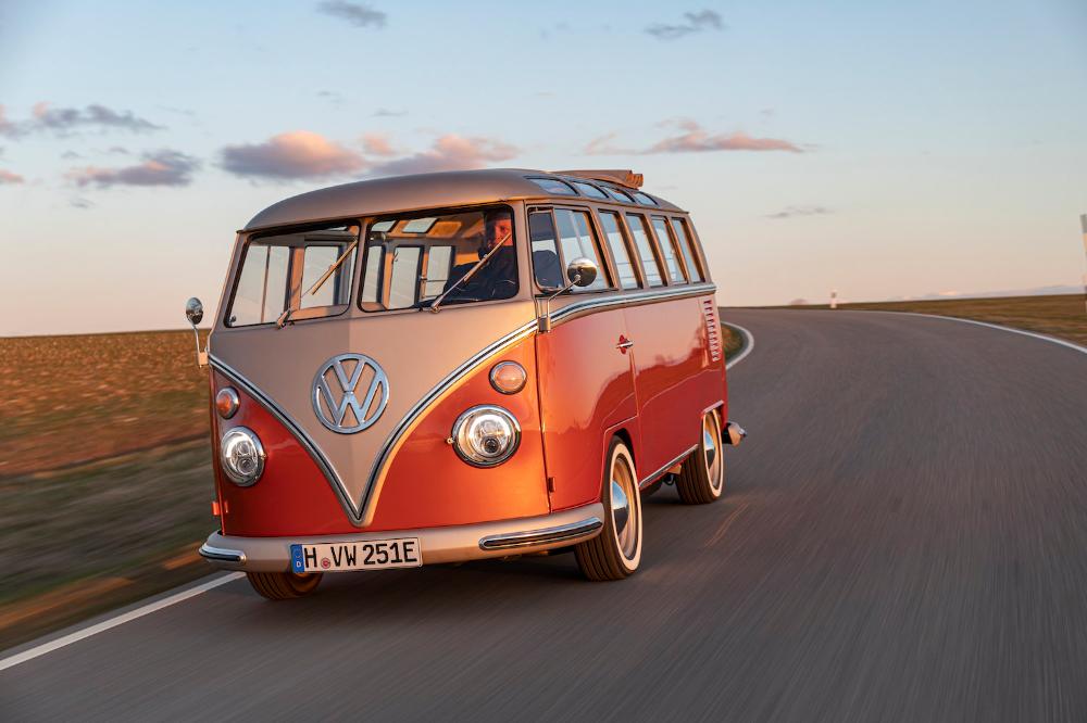 Volkswagen S E Bulli Concept Is 2020 Tech In A Swingin 60s Mumu In 2020 Volkswagen Electric Cars Commercial Vehicle