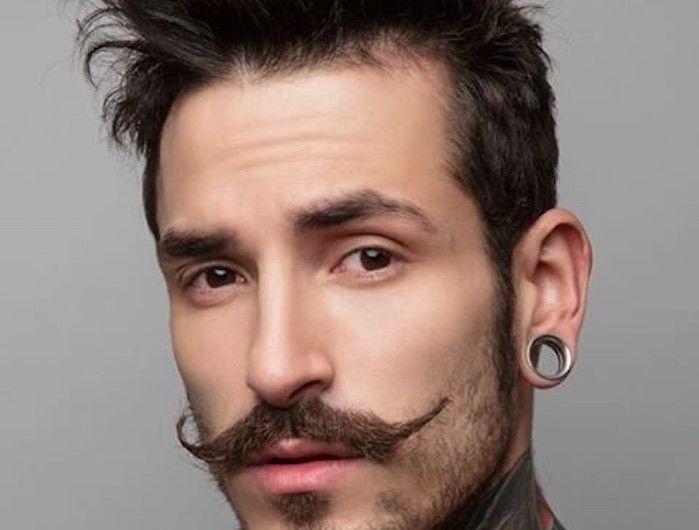 homme avec collier de barbe