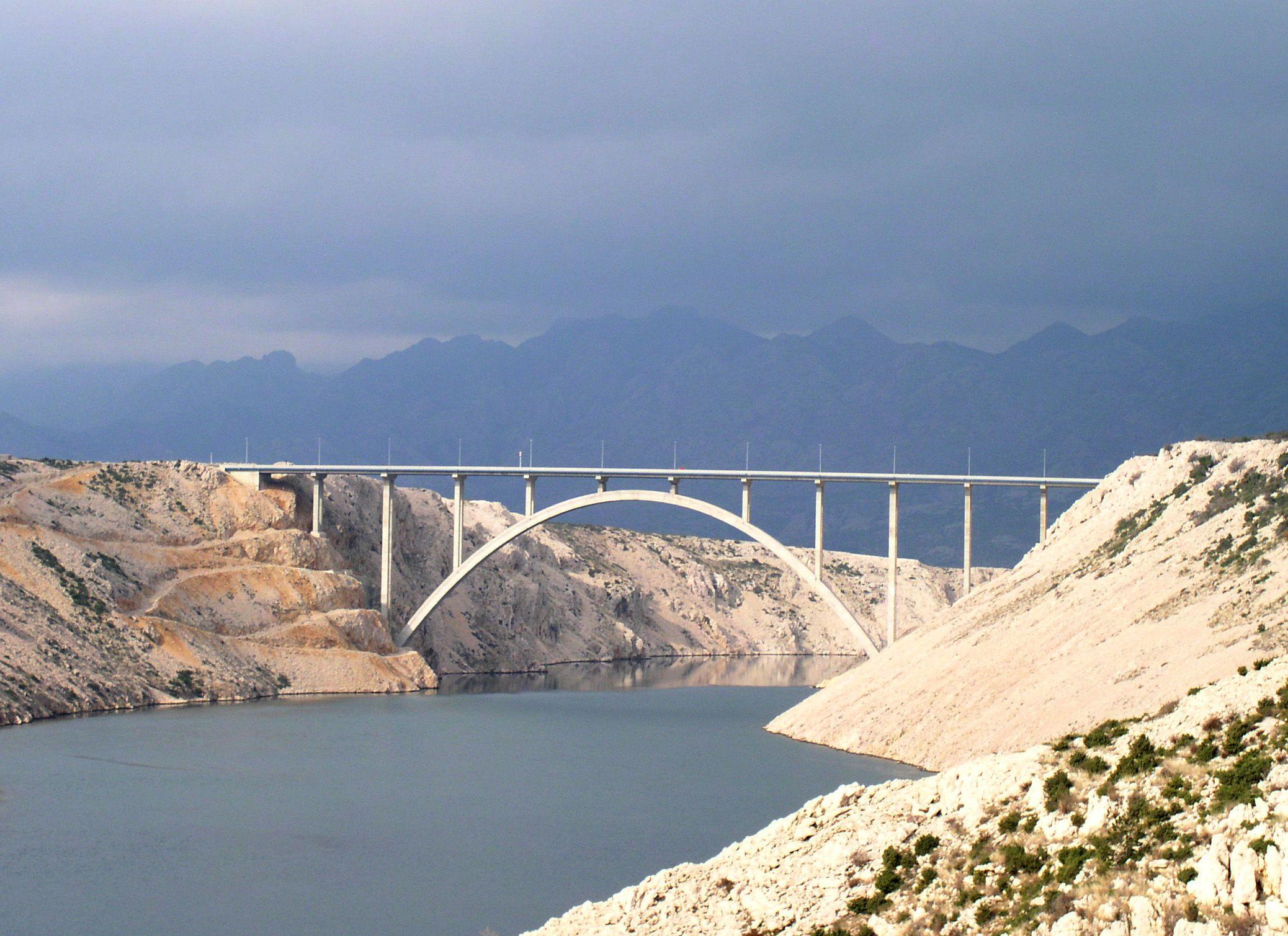 most přes řeku Krka v Chorvatsku