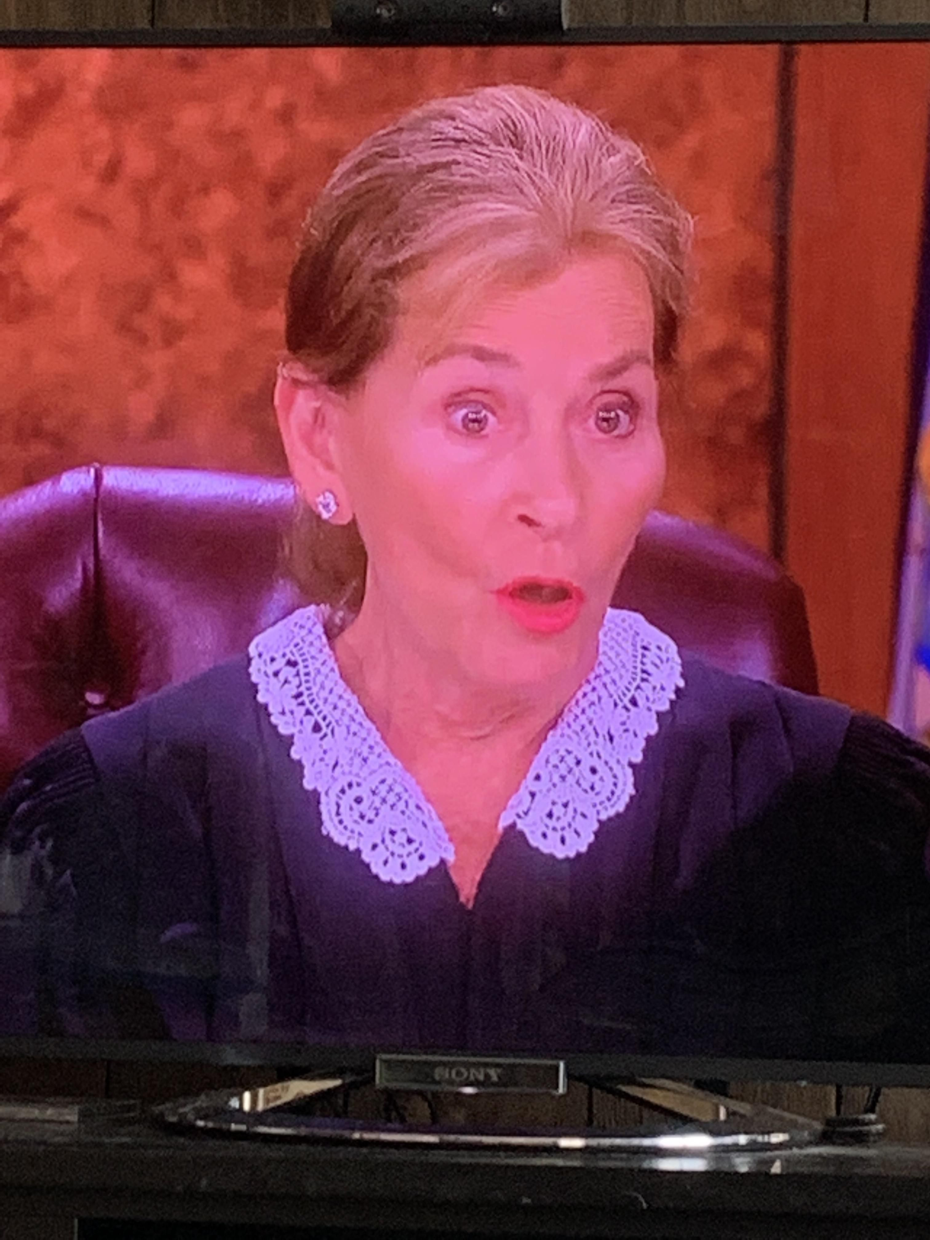 Judge Judy laying down the law with a new young hairstyle /// A shorter low pony tail 5-2019 ...