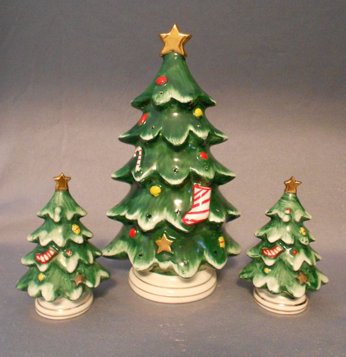 Christmas tree dishes, Christmas Trees shakers Christmas tree spice shakers Christmas Tree salt and pepper shakers