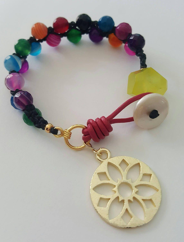 0ee1d3bd2559 Hermosa pulsera macramé de ágatas multicolor con mandala