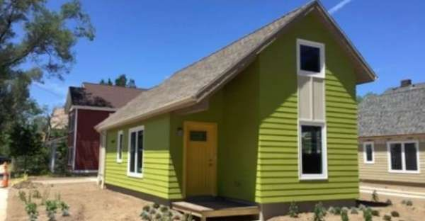 People Love Color And Interior Of This Little Tiny House Cleveland Cleveland House Tiny House Renting A House