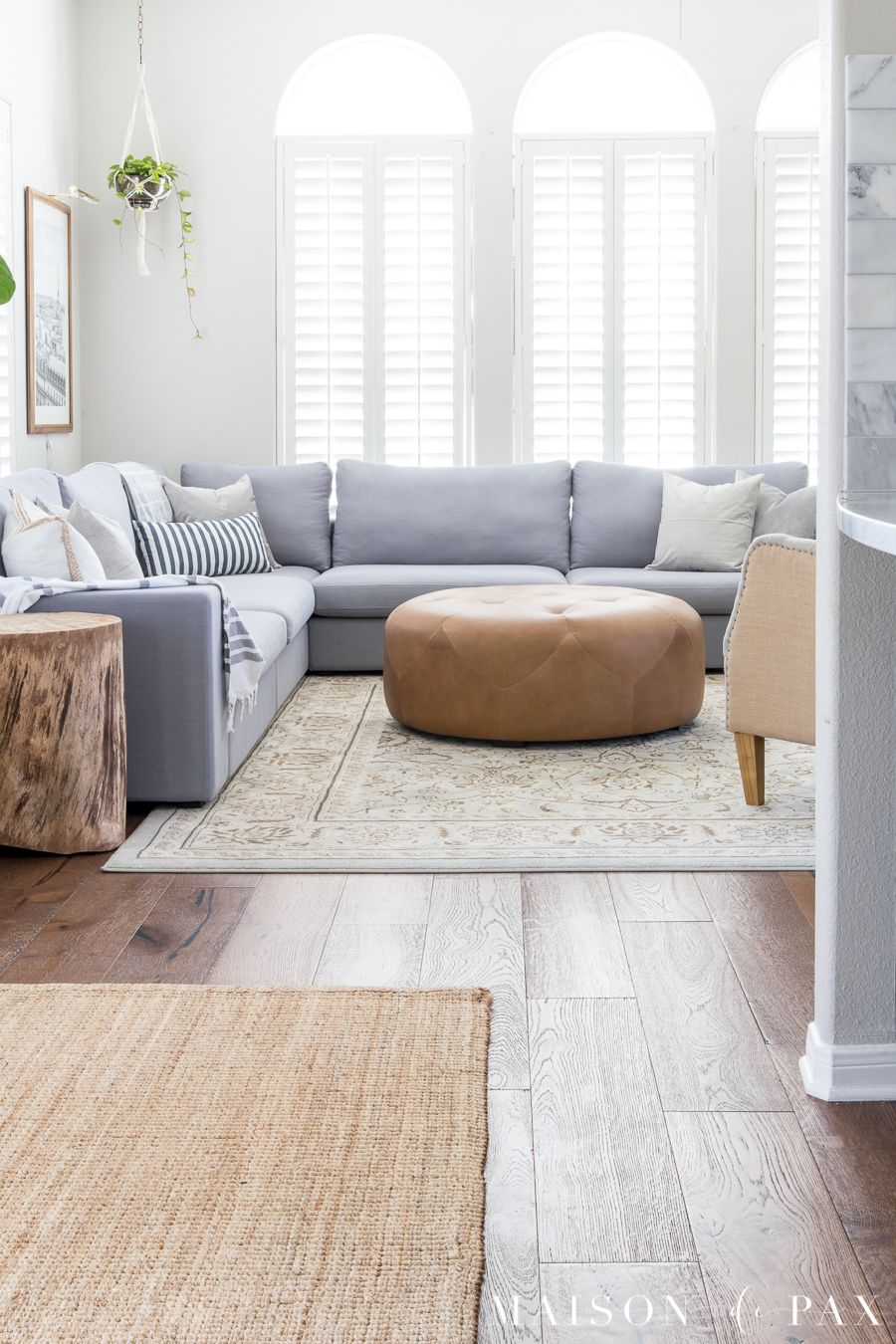 How to decorate a living room with a sectional - Maison de ...