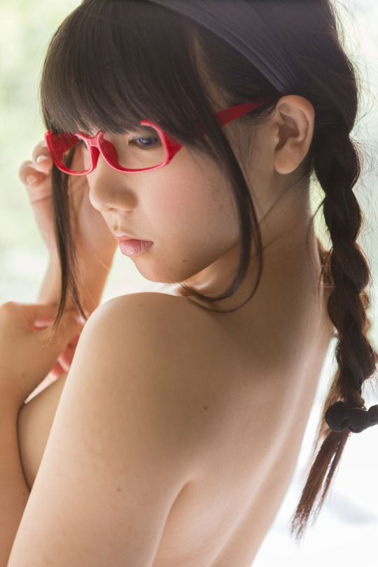 naked cute girls with glasses