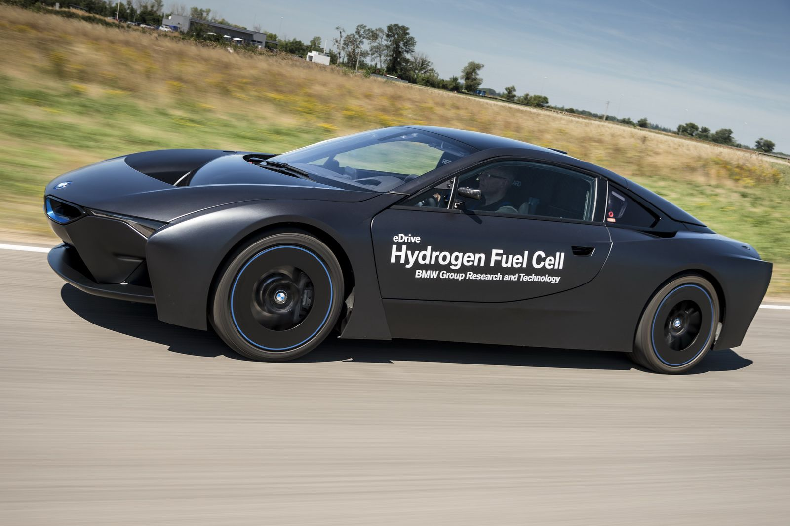 Bmw Showcases I8 And 5 Series Gt Fuel Cell Prototypes Bmw And Cars