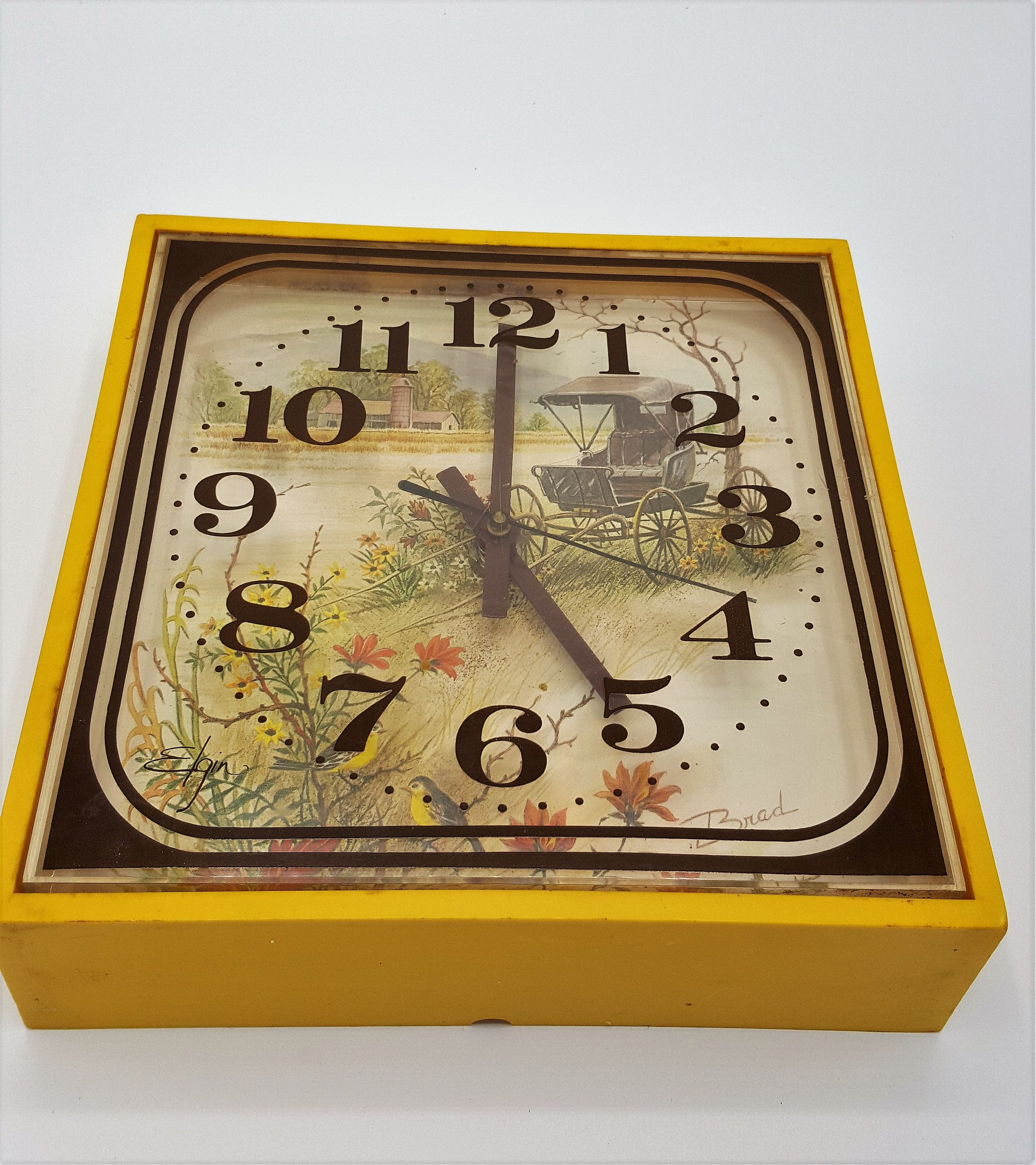 Vintage Country Kitchen clock yellow Kitchen clock cottage cabin clock by  Elgin Japan Retro Yellow kitchen wall clock Farmhouse clock | Vintage clock,  Kitchen clocks, Kitchen wall clocks