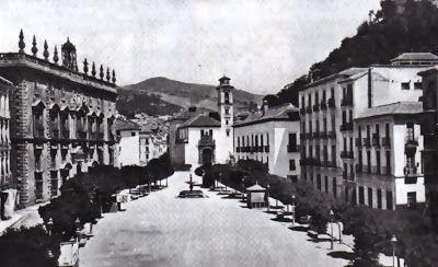 Plaza Nueva con la fuente cerca de Santa Ana