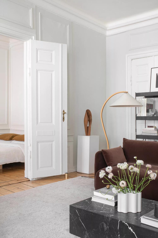 An American Design Wiz In Copenhagen Makes The Most Of Denmark S Craigslist Living Room Inspiration Home Interior
