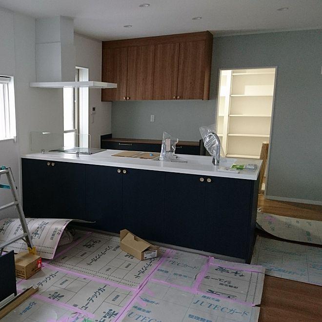4ldkで 家族の キッチン ネイビーオーク 新築そっくりさん