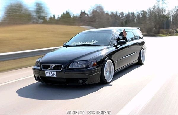 Clean R caught in some smooth action   Volvo C70, S70 & V70