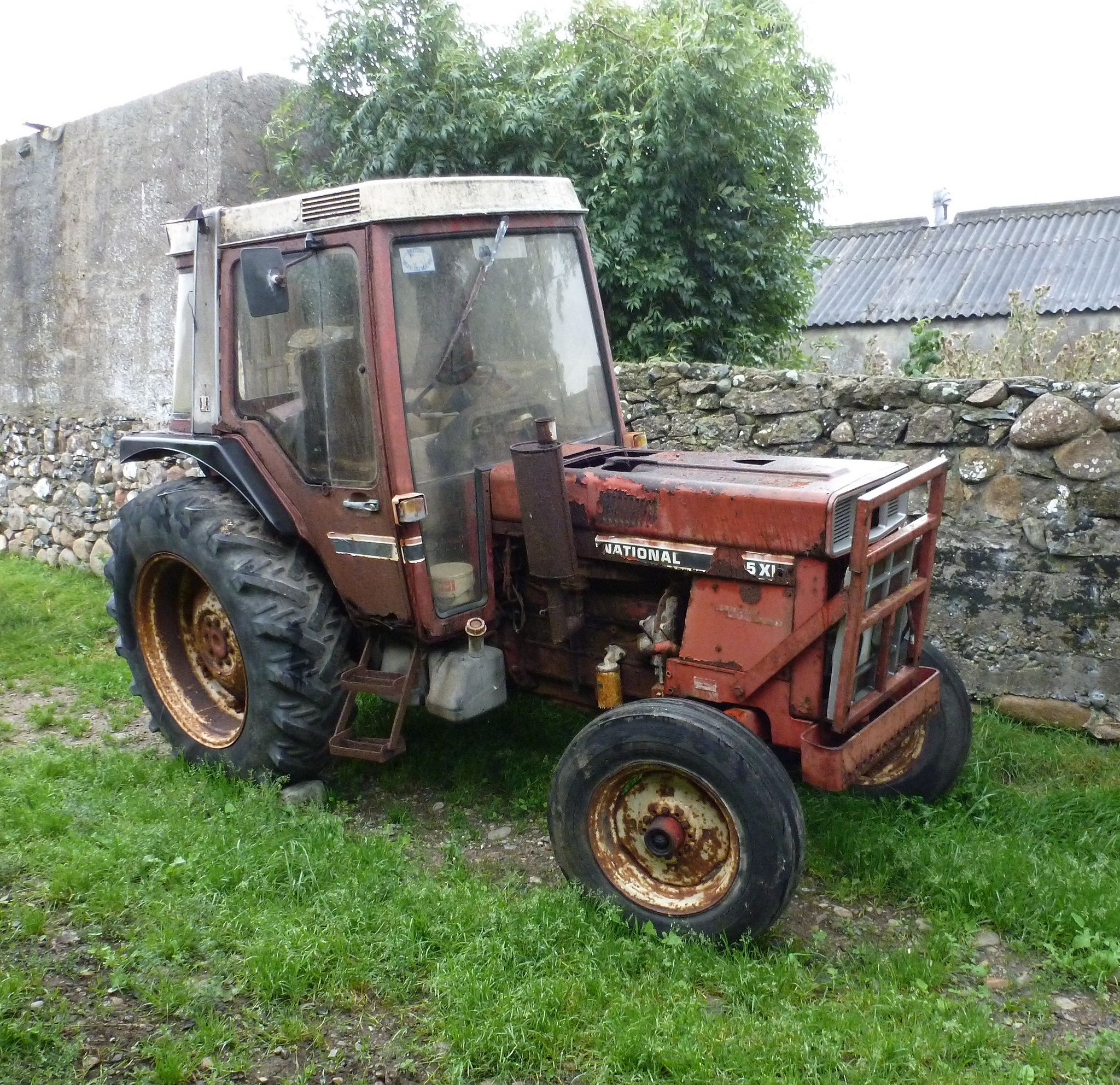885xl Straight 6 With Rotten Cab Classic Tractor Tractors International Harvester