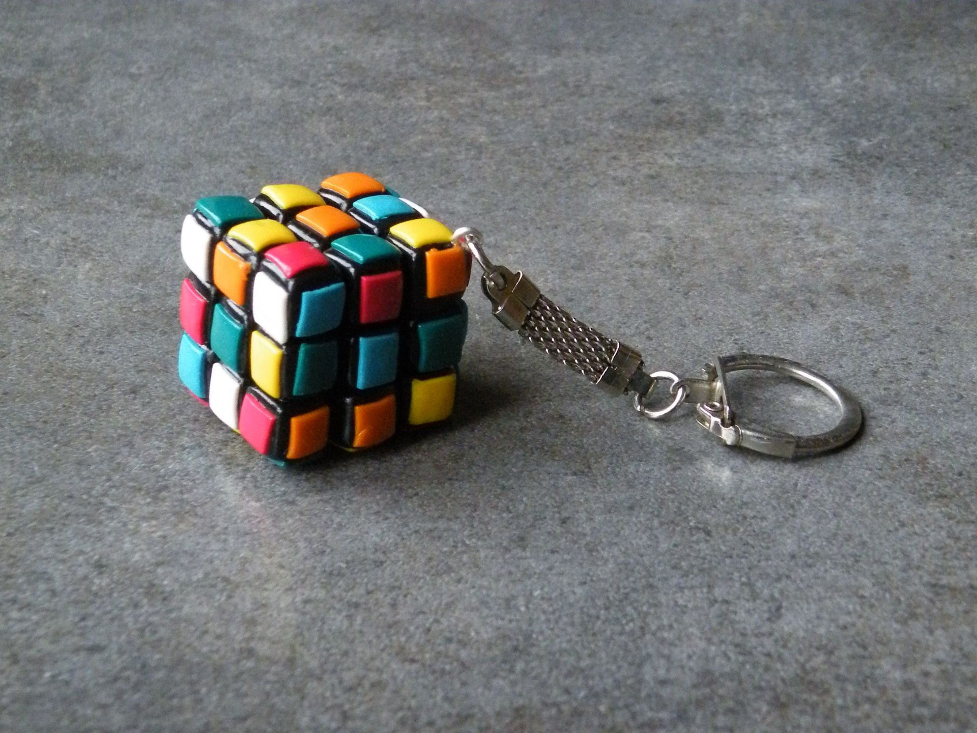 porte cl s rubik 39 s cube en fimo porte cl s par jl bijoux creation pasta flexible masa. Black Bedroom Furniture Sets. Home Design Ideas