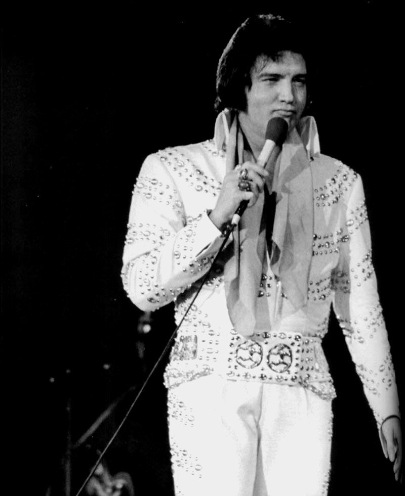 Elvis on stage in Long Island in june 24 1973