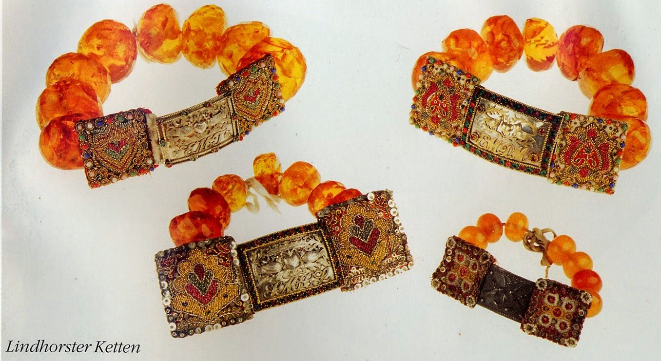 A choker of large amber beads, Krallen. The ones worn in the Lindhorst area have panels of beadwork on either side of the clasp. Lindhorst and vicinity, Schaumburg, Lower Saxony, Germany