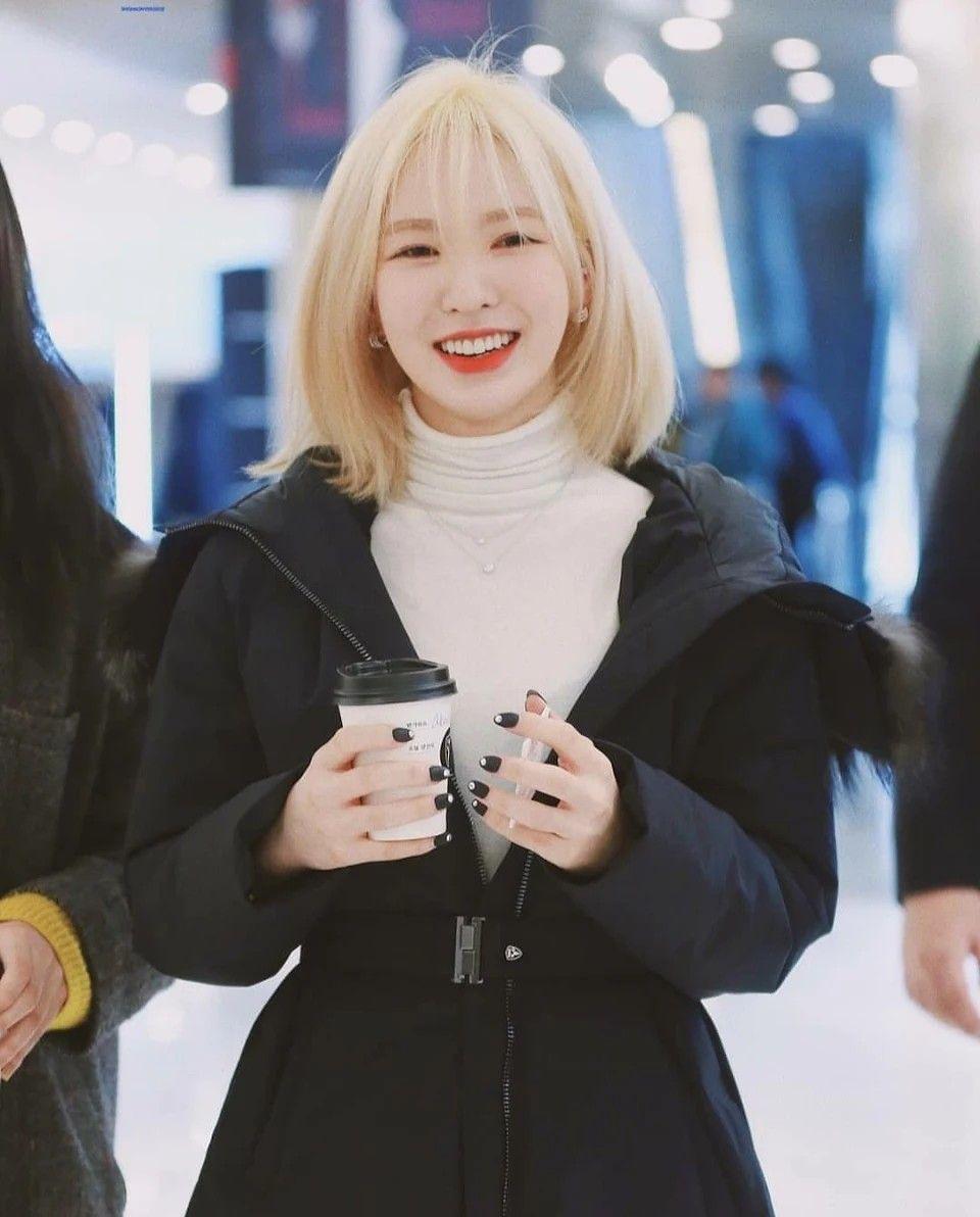 Pin By Vo Thu Ngan On Rv In 2020 Wendy Red Velvet Red Velvet Blonde Hair Korean