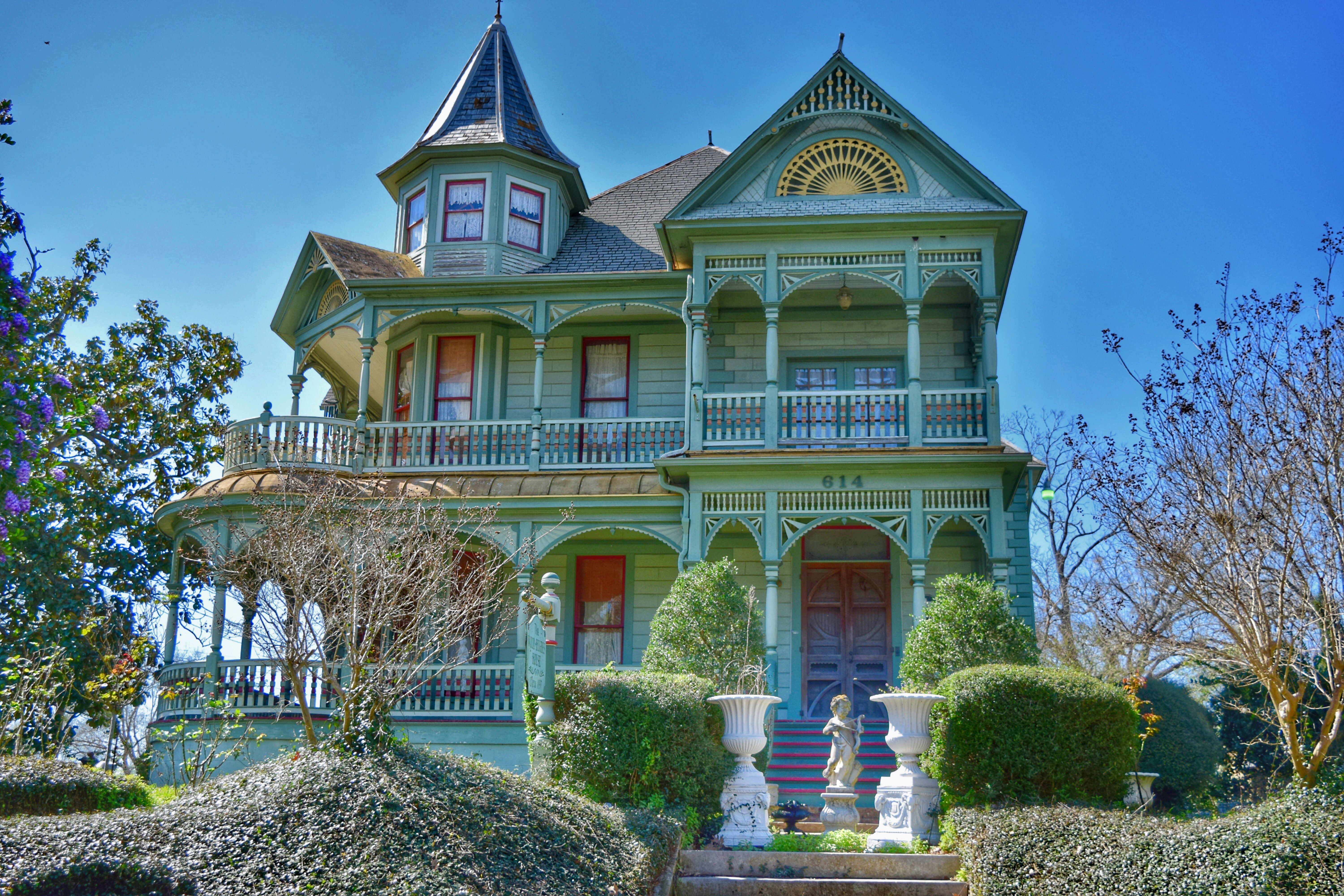Beautiful 1897 Queen Anne Victorian In Historic Brenham Texas Some Serious House Goals Right Here Photog Fantasy House Victorian Homes Beautiful Buildings