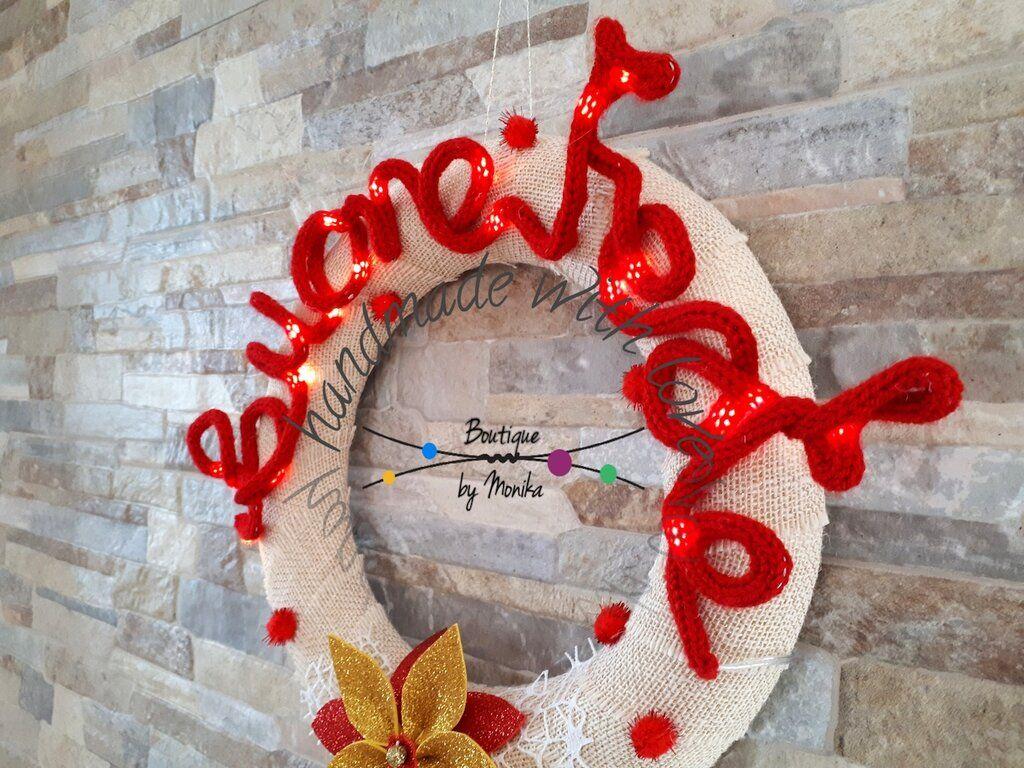 Photo of Ghirlanda fuoriporta di Natale con la scritta illuminata