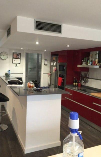 Reforma de cocina cocina abierta al sal n de estilo - Cocinas con barra americana modernas ...