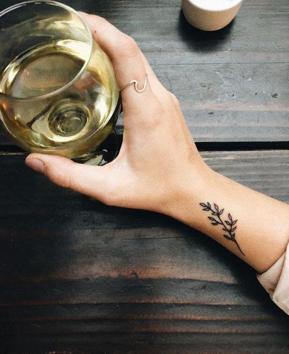 Photo of Minimales Tattoo – Tätowierungen – #minimales #tattoo #Tattoos #flowertattoos Tattoos #flowertattoos – flower tattoos designs