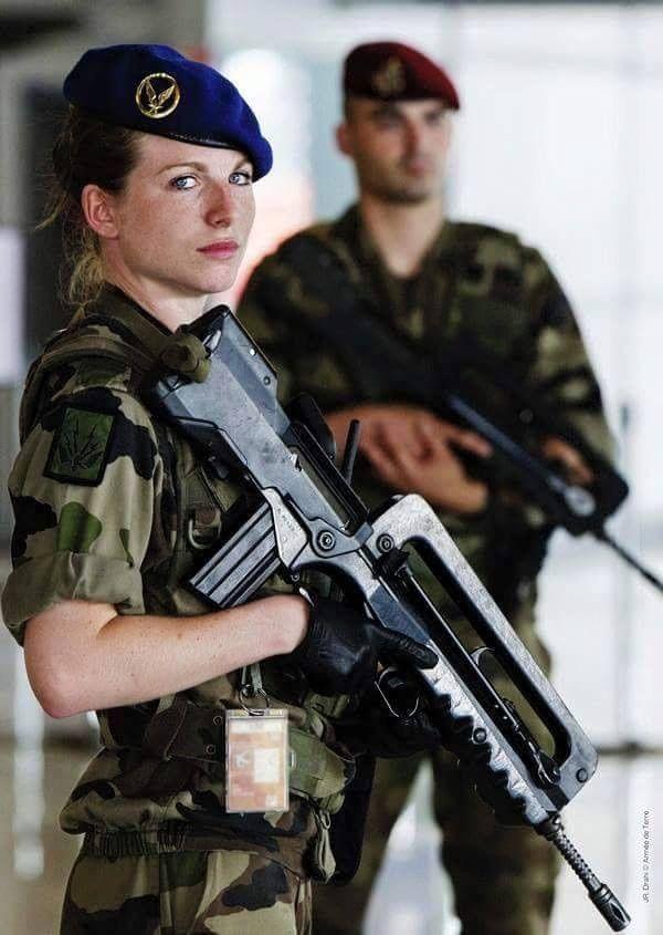 femme militaire francaise