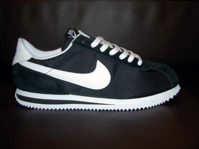 old school Nikes...i want these in royal blue and white! hnm  ce957fa000e7