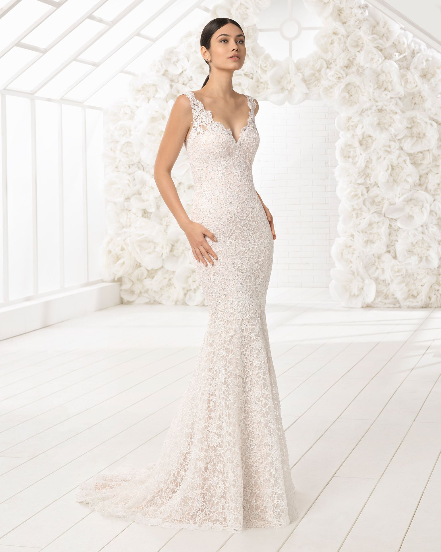 3caa5209f03 Mermaid-style lace wedding dress with low back. 2018 Rosa Clará Soft  Collection.
