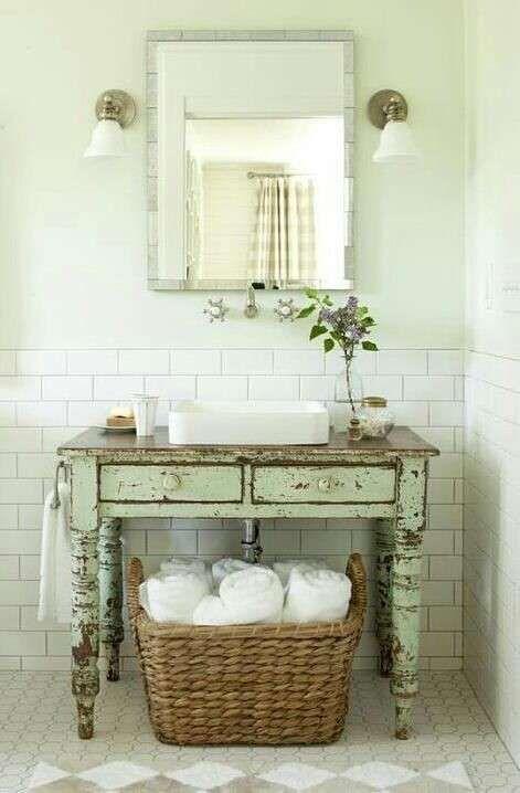 Arredare il bagno in stile shabby chic - Mobile recuperato | shabby ...