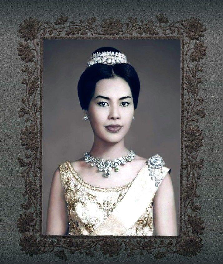 สมเด็จพันปีหลวง: ปักพินโดย Wiw@n Boony@ ใน THailand : Royal Family ในปี 2019