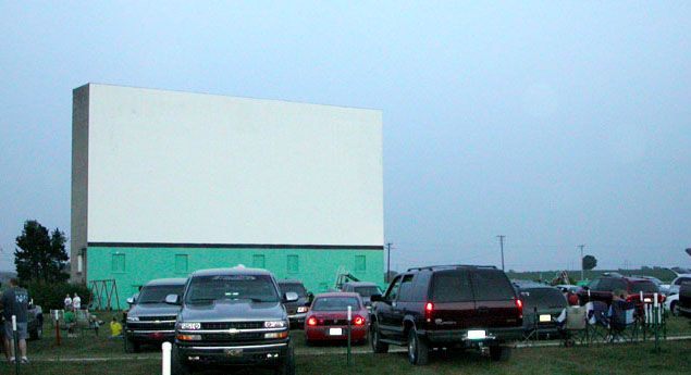 Drive In Reo >> Holiday Drive In Movie Theater In Reo Indiana Gone But Not