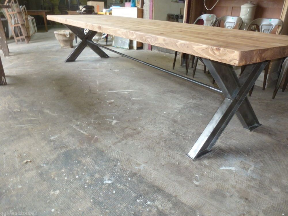 Tres grande table de 3 5 m en bois recycle et metal for Table industrielle