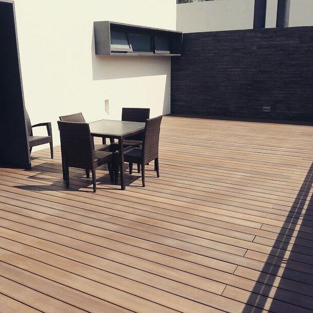 Imaginen las reuniones que este patio podría hacer en Zapopan, Jalisco.  #méxico #Deck #Latinoamérica #NewTechWood #Naturale #UltraShield #Pisos #Exteriores #Sustentable #Garantía25años #Terraza #garden #CeroMantenimiento #MaterialReciclado #Green #Outdoor #25yearswaranty #Ecológico #Arquitectura #Home #estilodevida