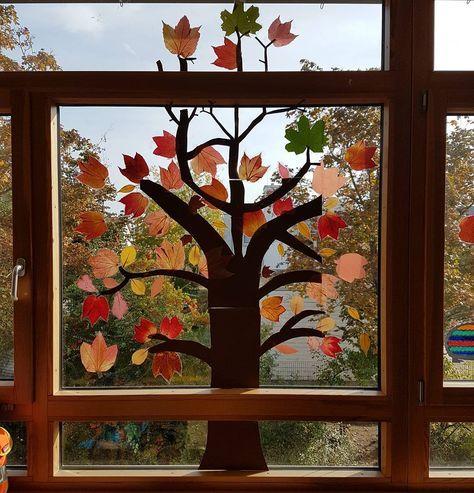 """☆K☆ on Instagram: """"��Die Fensterdeko wird so langsam ��#gensterdeko#grundschulideen#herbst#grundschule#ideenfürdenkunstunterricht#grundschulalltag"""""""