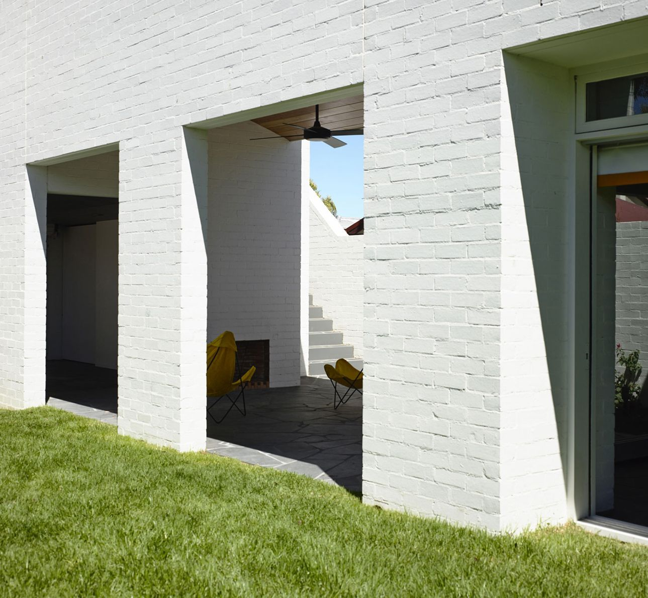 Park Lane House White Brick Exterior by Kennedy Nolan | Casa el ...