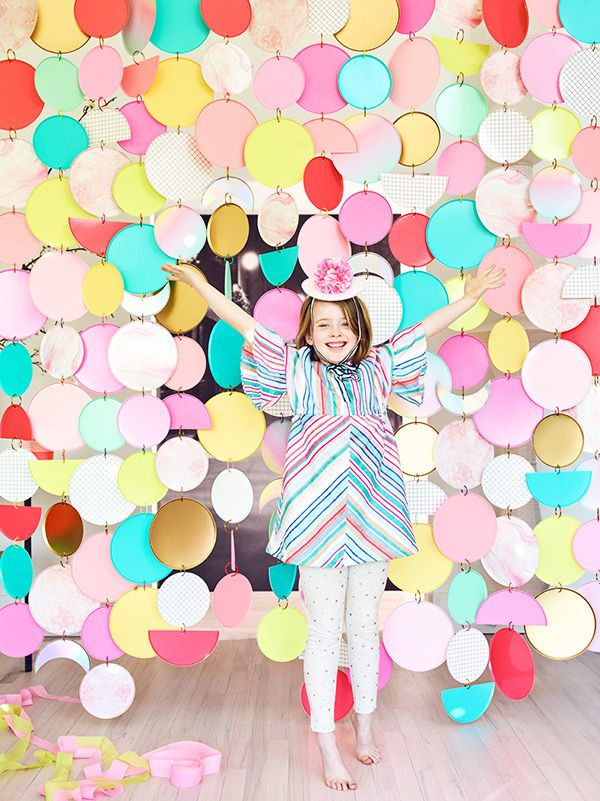 Paper Plate Curtain Backdrop By Rebecca Thuss Oh Happy Day Kids Party Themes Backdrops For Parties Carnival Themed Party