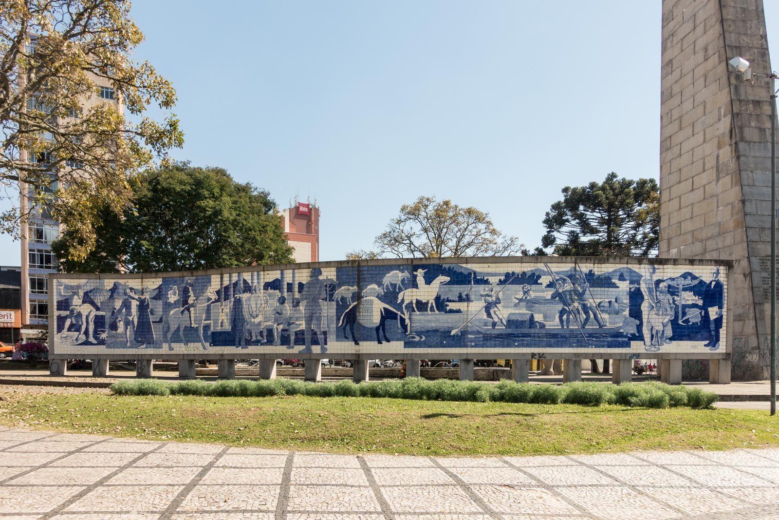 Painel de Stenzel e Cozzo na Praça 19 de Dezembro, Curitiba, Paraná, Brasil - Poty Lazzarotto