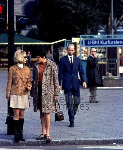Frauen am kurf rstendamm in berlin 1964 juergen timeline images mode style fashion vintage - Damenmode 60er ...