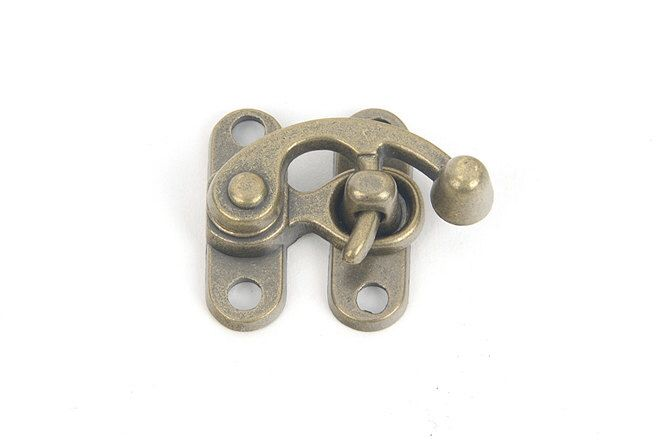 Swing Bag Clasps, 2 size of it, Old world style Clasps, Clutch Lock, Bag Making Suppliers, Leather craft tools MLT-948 by MyLeatherTool on Etsy https://www.etsy.com/listing/244653085/swing-bag-clasps-2-size-of-it-old-world